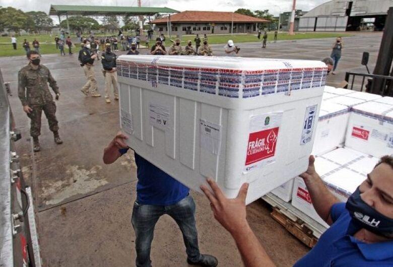 Mato Grosso do Sul recebe novo lote com 97.500 doses contra a Covid-19 neste domingo