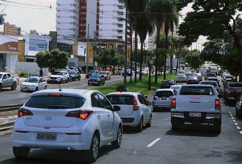 Julho é mês de licenciamento de veículos placas 5 e 6; confira o calendário