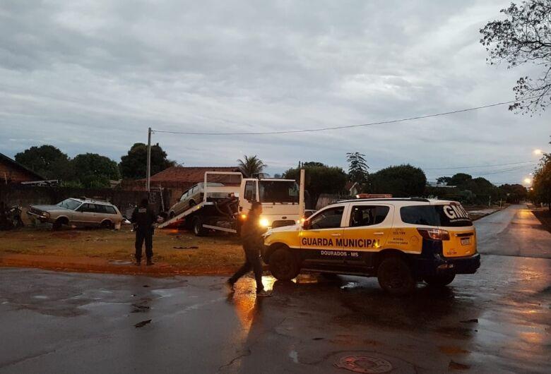 Motorista bêbado foge da Guarda Municipal e é preso após colidir com meio fio