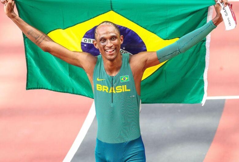 Alison dos Santos é bronze nos 400 m com barreiras