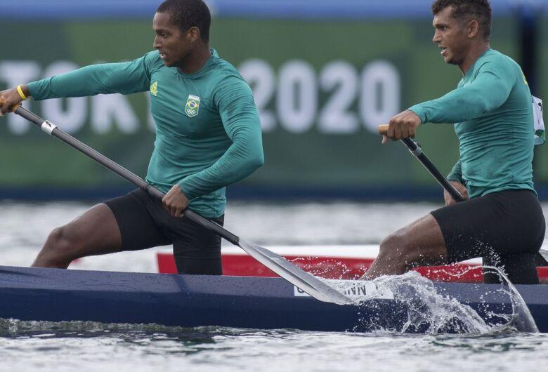 Isaquias e Jacky se garantem na semi da canoagem velocidade