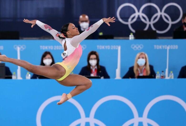 Após ouro e prata, Rebeca Andrade fica em 5º lugar no solo