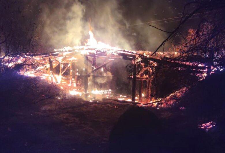 Bombeiros e PMA investigam pontes destruídas pelo fogo no Pantanal