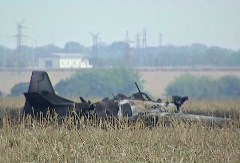 Avião tem falha técnica e piloto se ejeta antes da aeronave cair