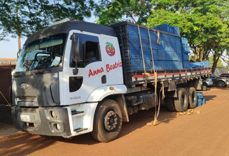 Caminhão com mais de 900 kg de maconha é apreendido pelo DOF em Dourados