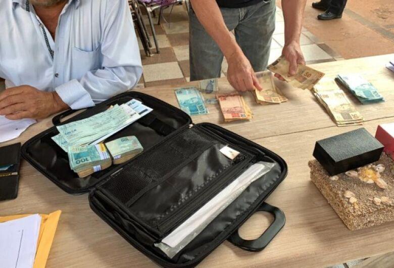 Operação apreende carros e R$ 252 mil em Maracaju; ex-prefeito segue foragido