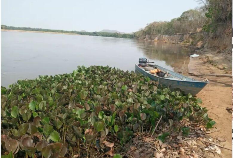 Mãe e filho morrem em rio de MS com barco desgovernado
