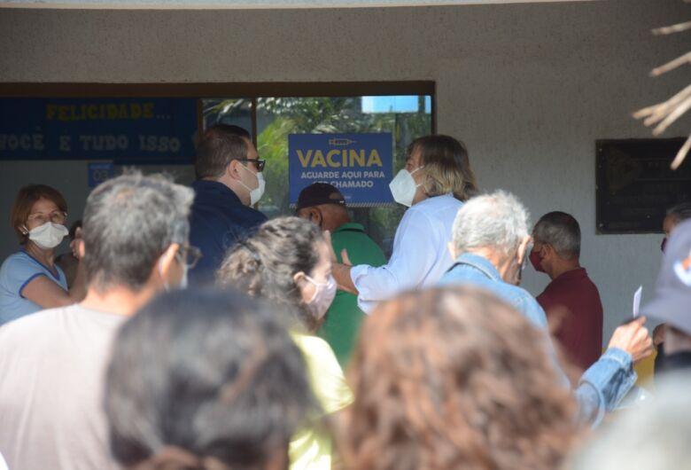 Dourados inicia vacinação dose 3 para profissionais da saúde