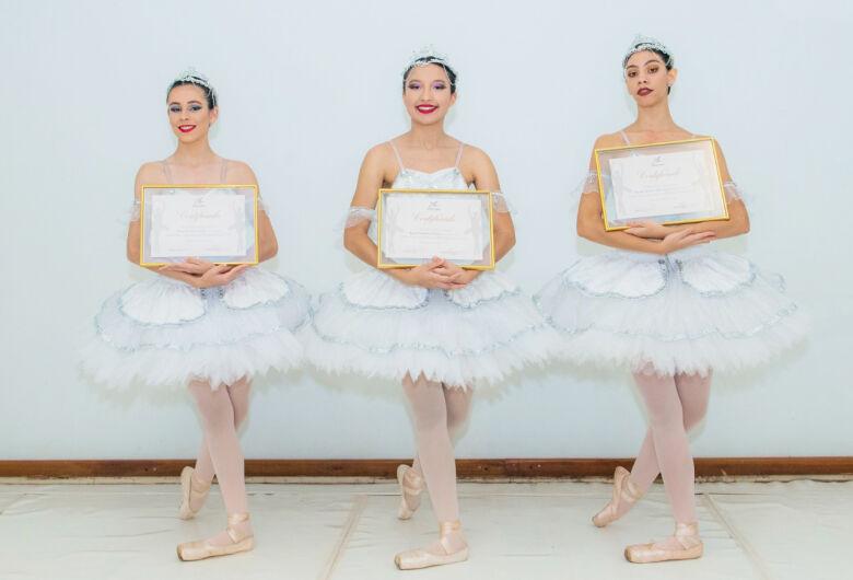 Studio Blanche Torres realiza formatura de Ballet Clássico