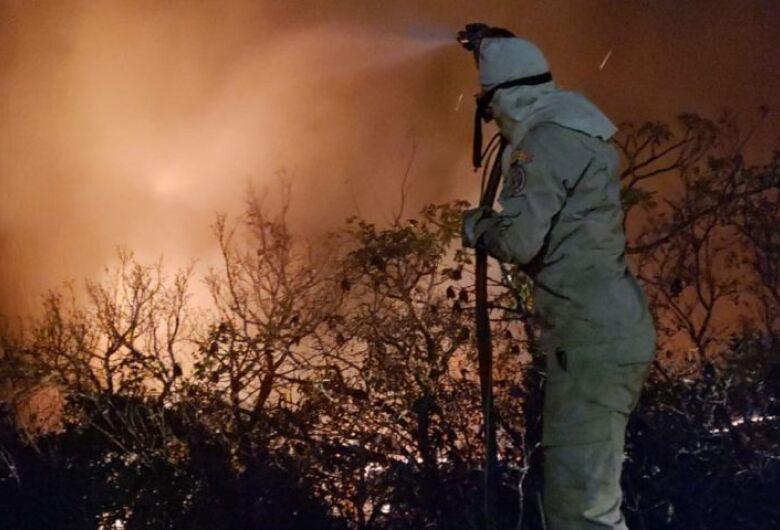 Bombeiros mantém combate aos incêndios no Pantanal e fumaça prejudica apoio aéreo