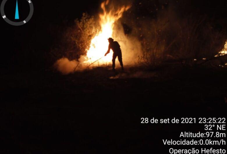 Incêndio já destruiu 965 mil hectares do Pantanal de MS e fumaça e fuligem chegam às cidades próximas