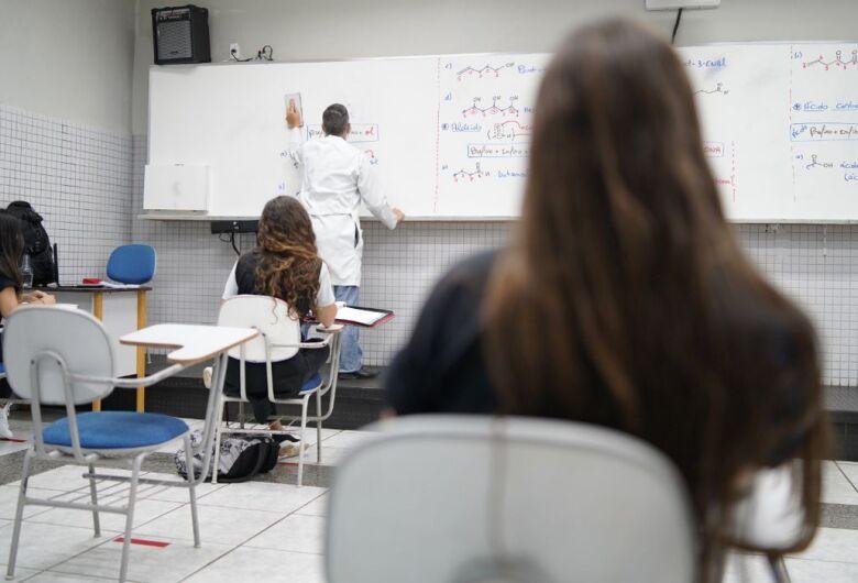 Professores contam como está sendo preparo para o Enem