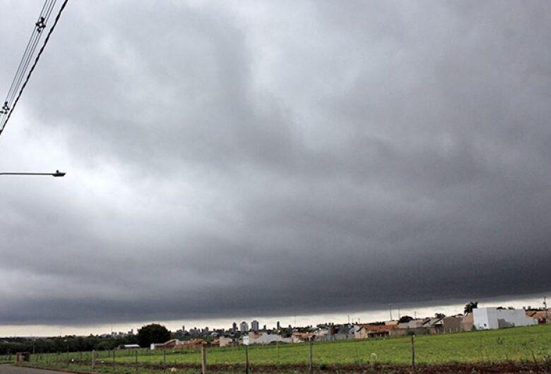 Final de semana tem previsão de tempestade com ventos de até 100 km/h no MS