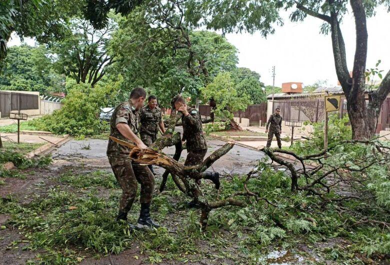 Após temporal, força tarefa realiza limpeza e manutenção em bairros de Dourados