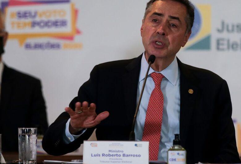 Presidente do TSE volta a defender regulamentação de redes sociais
