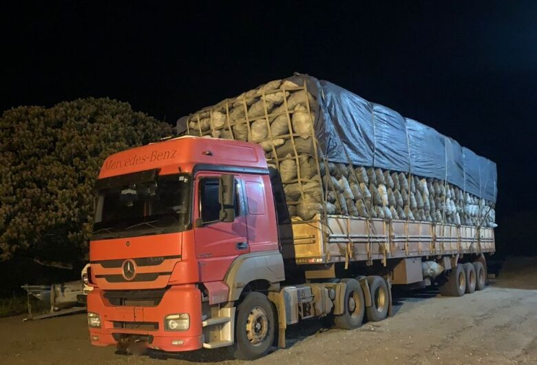 Motorista de caminhão é multado em R$ 33 mil por transporte de carvão ilegal