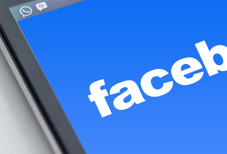 Facebook tem forte queda na Bolsa após sair do ar