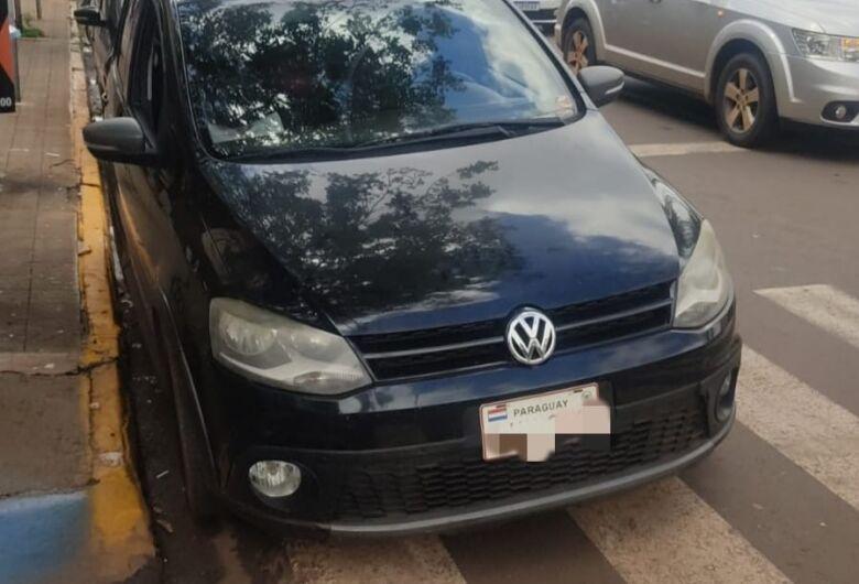 Veículo estrangeiro irregular é apreendido por agentes de trânsito da PM