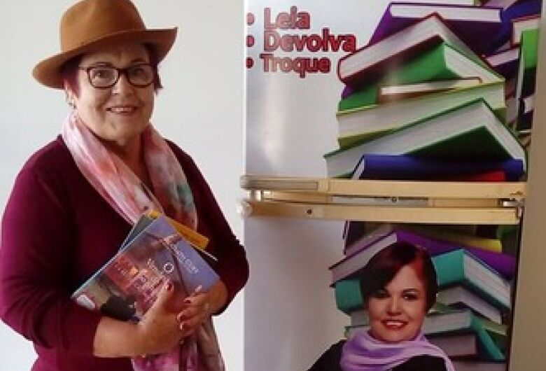 """Odila Lange inaugura o """"Geladeira Literária"""" na Câmara"""