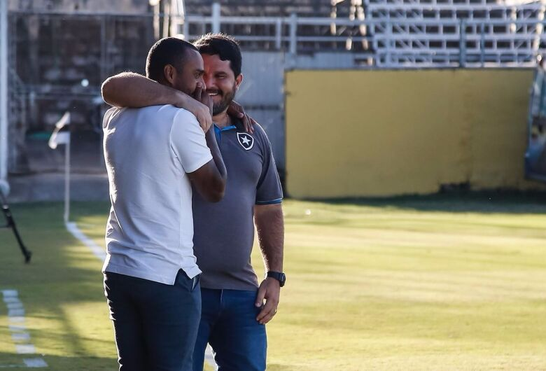 Corinthians anuncia técnico do Botafogo