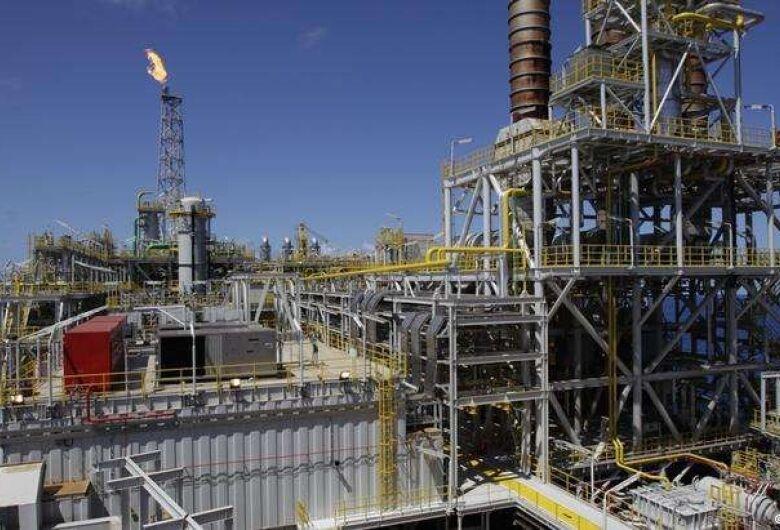 Ilegal, greve dos petroleiros lança país em nova incerteza