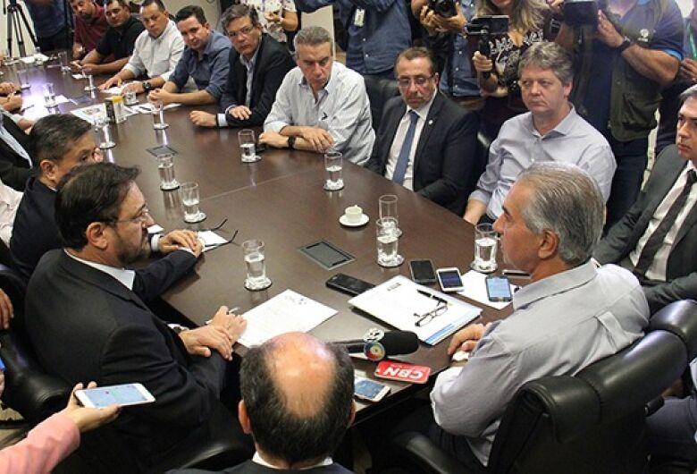 Reinaldo acena reduzir ICMS do diesel se rodovias forem desbloqueadas
