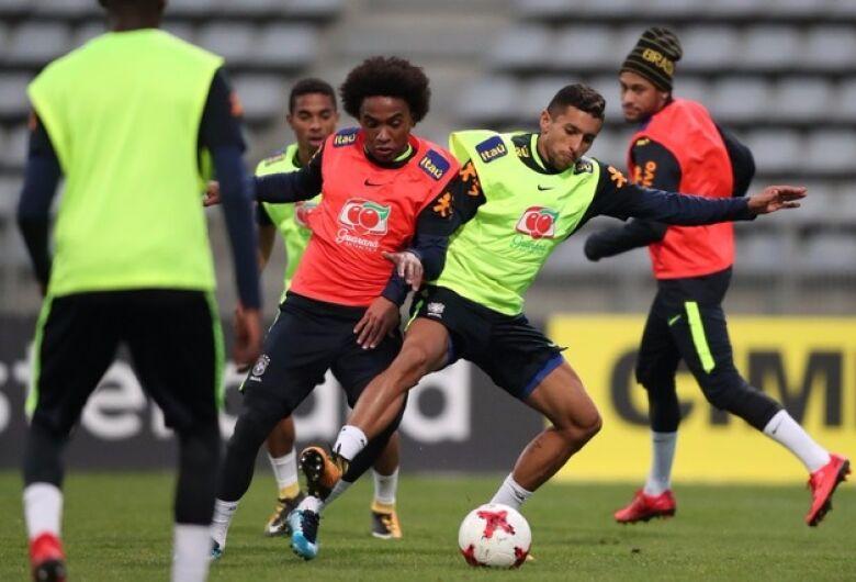 Seleção viaja de trem para Liverpool preocupada com segurança de Coutinho