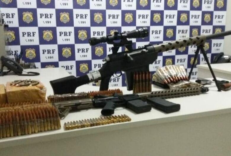 """PRF apreende """"arsenal de guerra"""" que seria levado para São Paulo"""