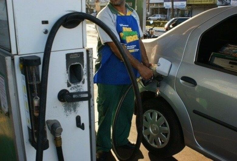 Em Dourados, segundo a ANP, preço mínimo da gasolina foi de 3,89 para 4,74 em 20 dias