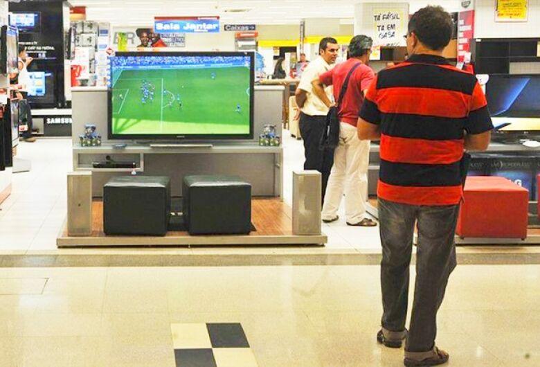 Mesmo sem verde e amarelo, procura por televisores vai bem em Dourados