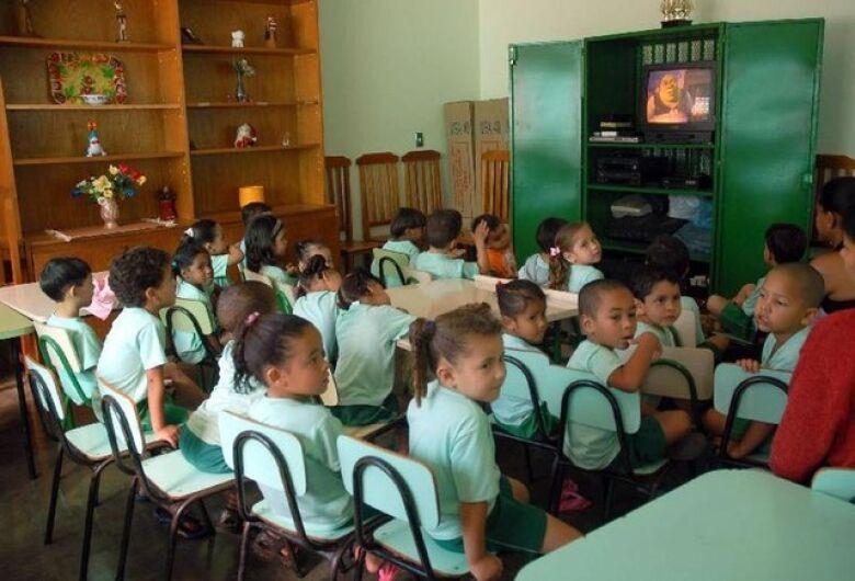 Mais crianças estão na escola, mas ainda é preciso incluir 1,9 milhão