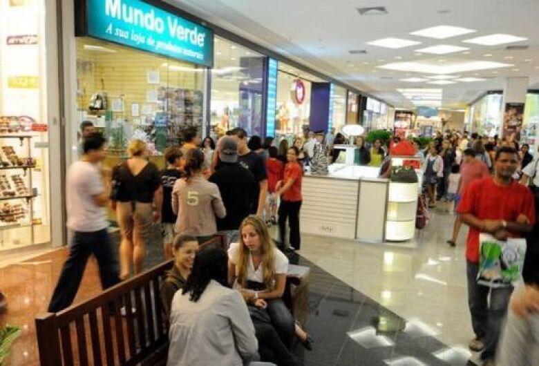 Varejo no Brasil cresceu acima do esperado em abril