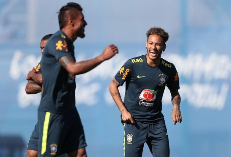 Tite treina com titulares para a estreia na Copa