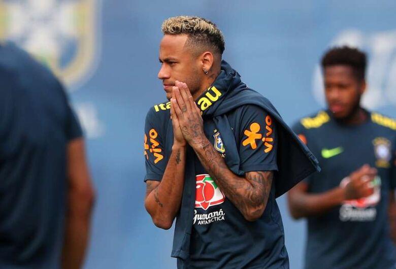 Médico da Seleção garante Neymar no treino de quarta