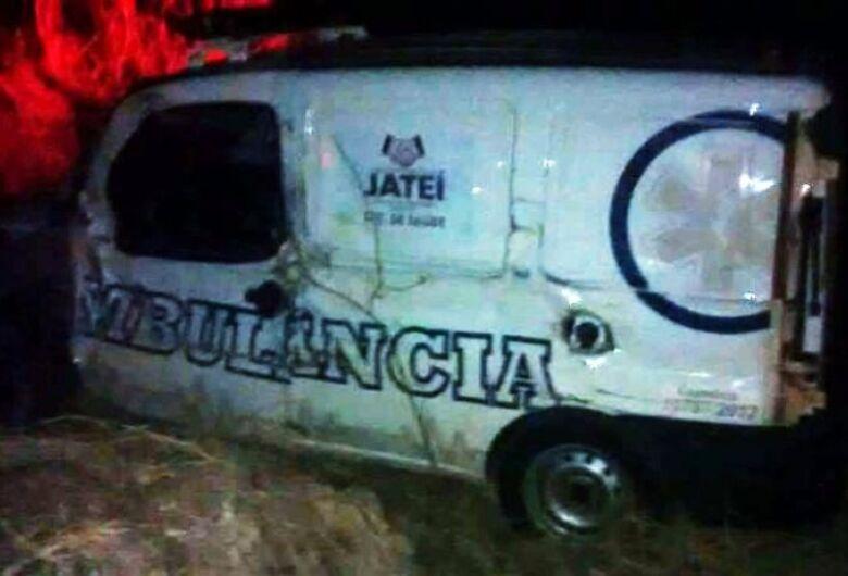 Ambulância e caminhão se envolvem em acidente na MS-376 entre Vicentina e Jateí