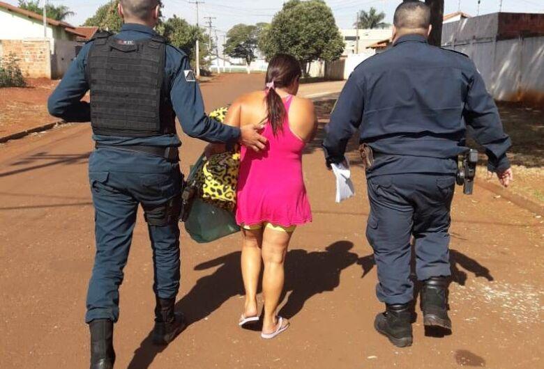 Após fingir gravidez em audiência de custódia, mulher é presa em Dourados