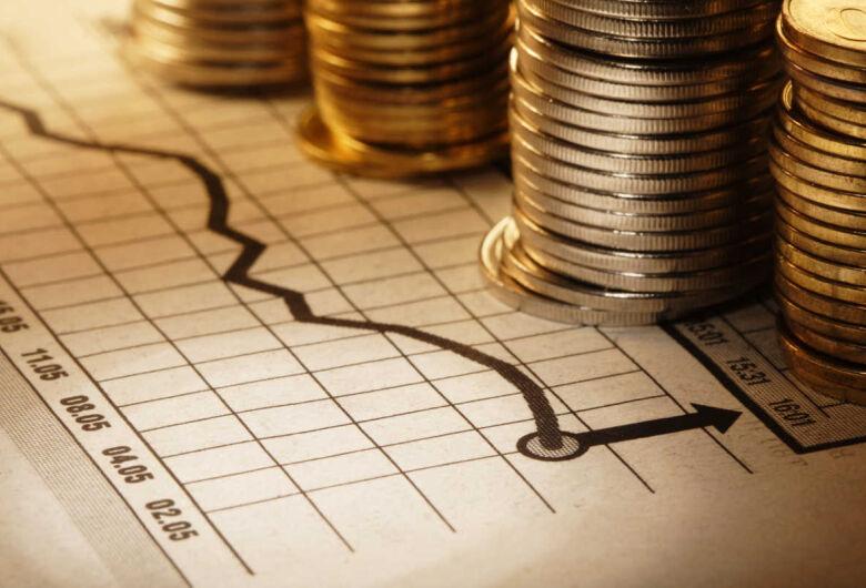 Taxas futuras de juros recuam com dólar antes de leilão de Tesouro