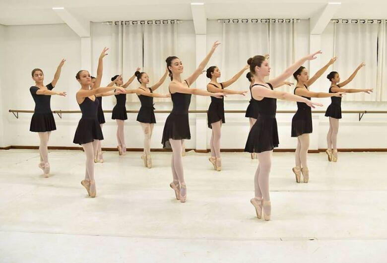 Studio Blanche Torres apresenta espetáculos em Dourados