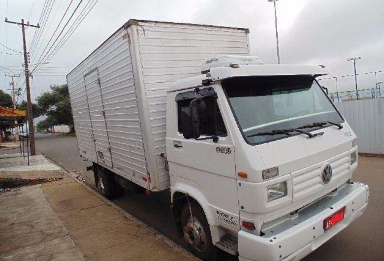 Caminhão roubado no golpe do falso frete é recuperado pela PM de Itaporã