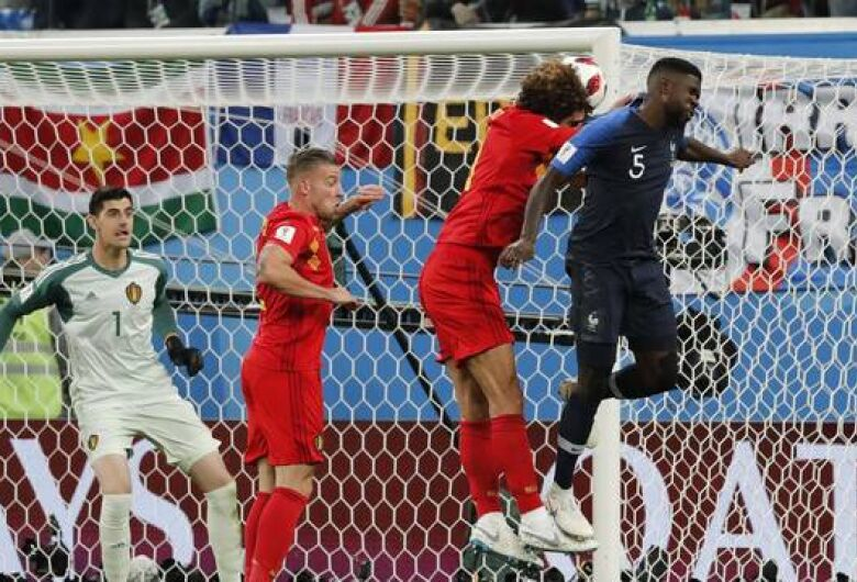 França 'vinga' o Brasil com gol de Umtiti e vence a Bélgica para ir à final