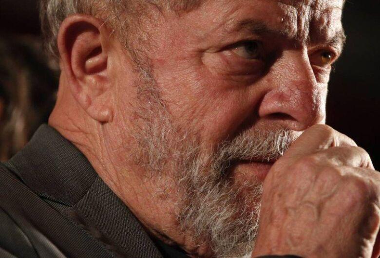 Desembargador federal concede habeas corpus e manda soltar Lula com urgência
