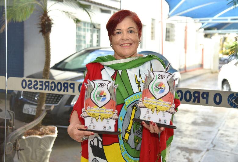 Escritora Odila Lange ganha troféus na 29ª edição do FEGAMS