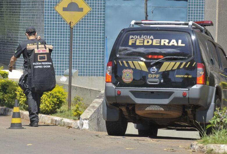 Agentes da PF cumprem mandado de busca no Ministério do Trabalho