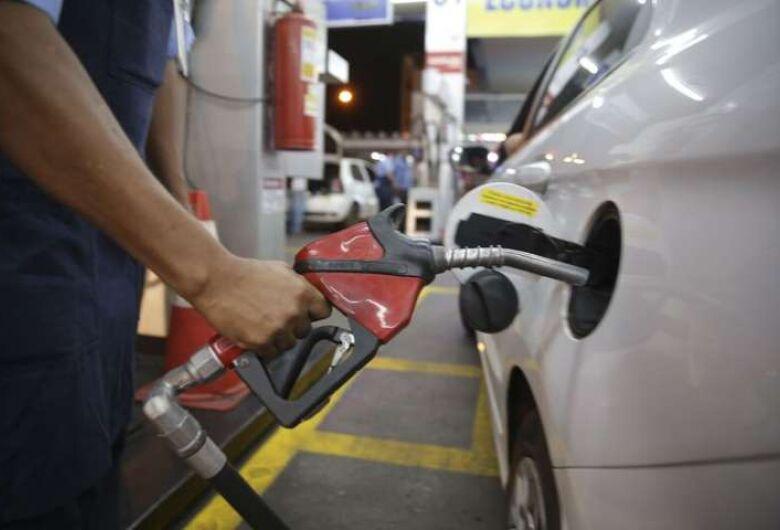 Petrobrás volta a baixar a gasolina