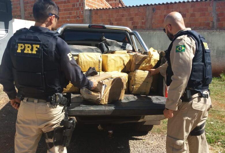PRF apreende 800 kg de maconha em caminhonete roubada no Estado de Goiás