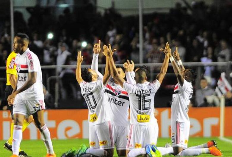 Após clássicos de sábado, Flamengo e São Paulo disparam na ponta do Brasileirão