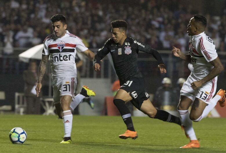 Flamengo e São Paulo mantém liderança depois da rodada do fim de semana