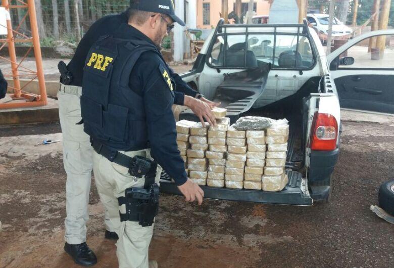 PRF apreende 50 tabletes de cocaína e 1 pacote de skunk