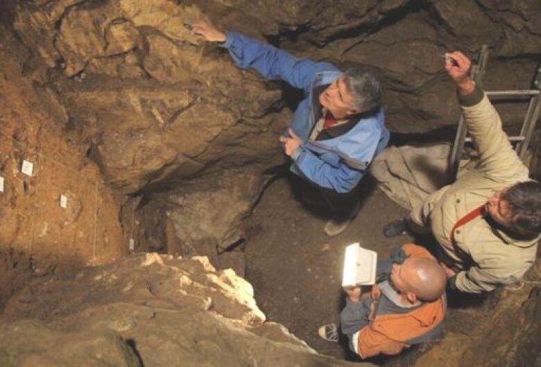 Menina das cavernas de 50 mil anos atrás tinha pais de espécies humanas diferentes, mostra DNA