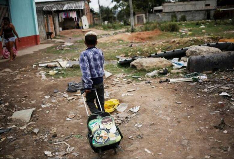 6 em cada 10 crianças e adolescentes brasileiros vivem na pobreza